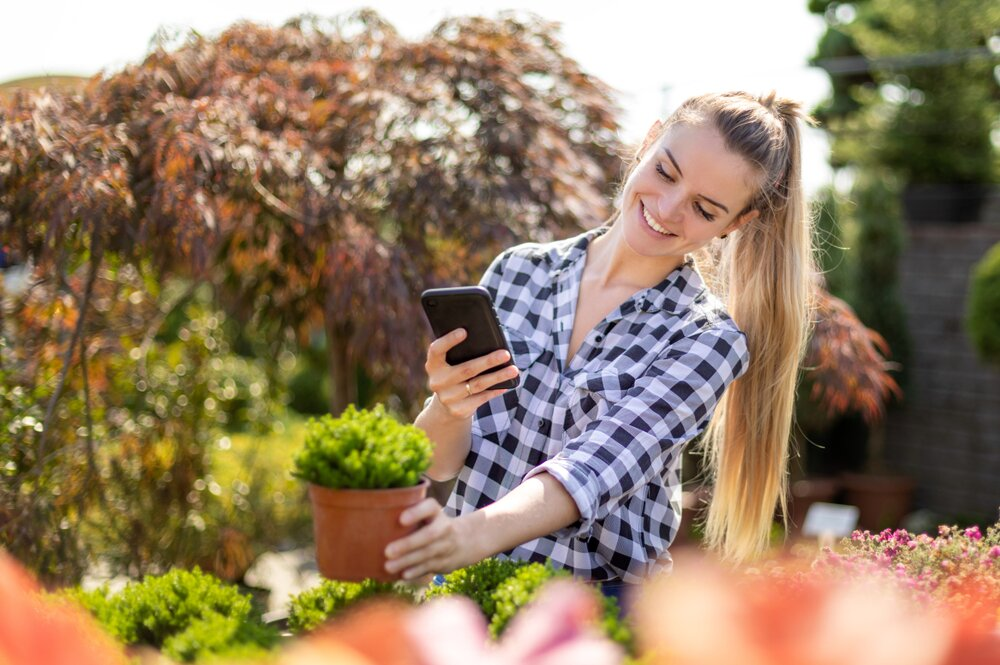 7 reasons why customers use their smartphone in your garden centre